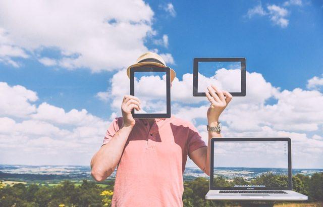 Fenêtres sur les mondes est une exposition sur les algorithmes de sélection d'informations.
